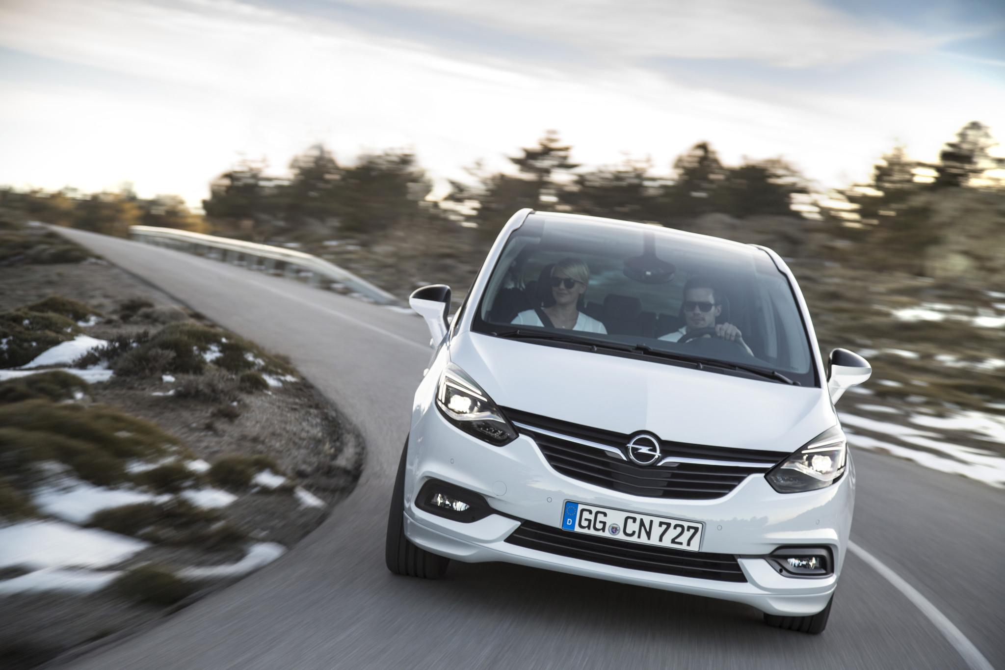 Nowe reflektory AFL w Opel Zafira