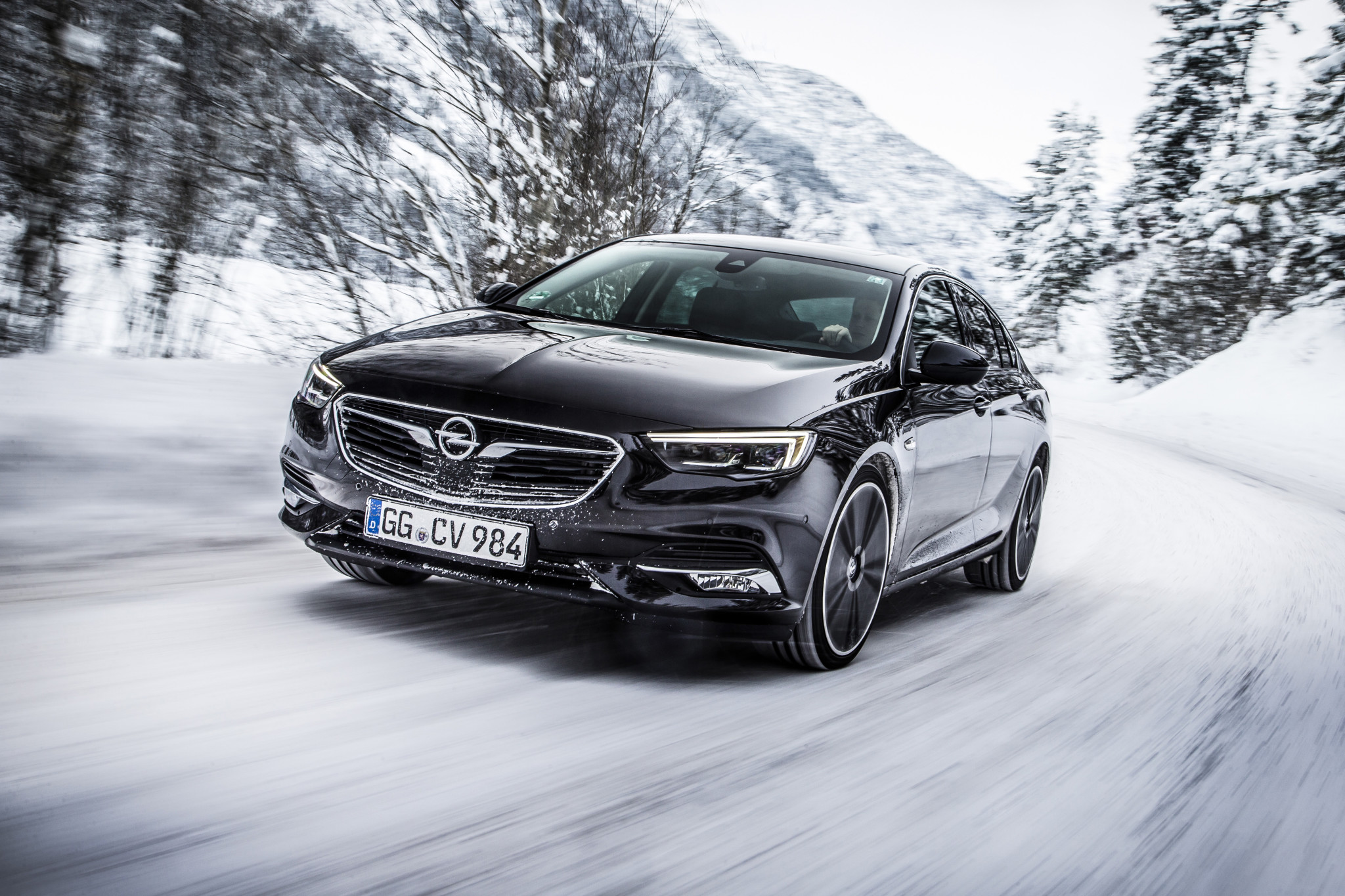 Nowa Insignia 4x4 oferuje optymalną dynamikę, łatwość prowadzenia i znakomite właściwości jezdne w każdej sytuacji