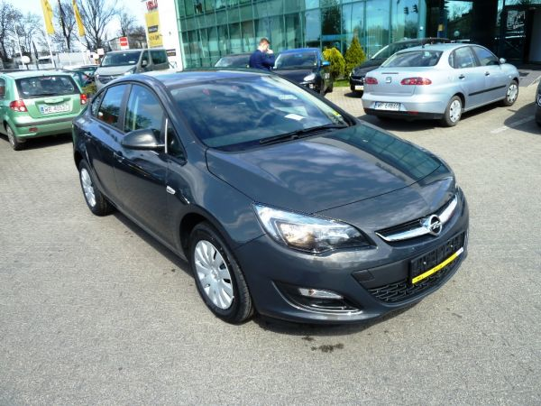 ASTRA ACTIVE 4DR 1.6 115KM
