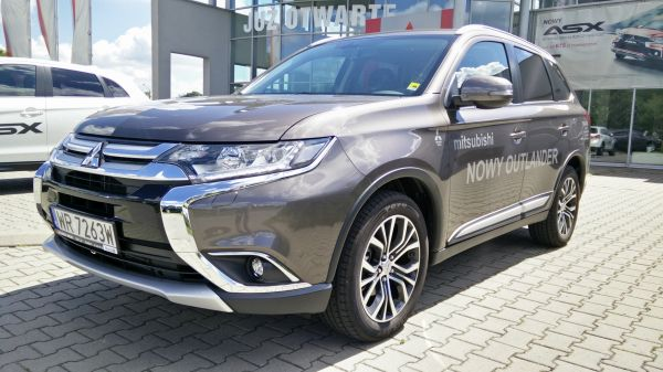 Mitsubishi Outlander Intense Plus MY17 2.2 DID 150 KM 6AT 4WD 7-osobow