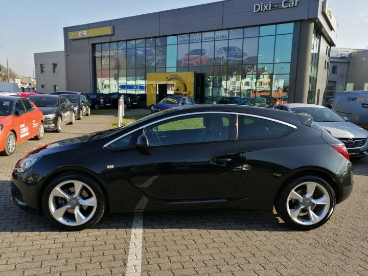 Opel Astra IV COSMO GTC 1.6 T 180 KM