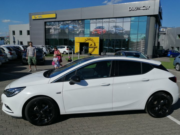 OPEL ASTRA V DYNAMIC SALON