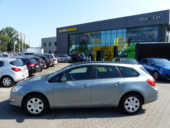 Opel Astra IV Sports Tourer 1,4 Turbo 120KM 2012r