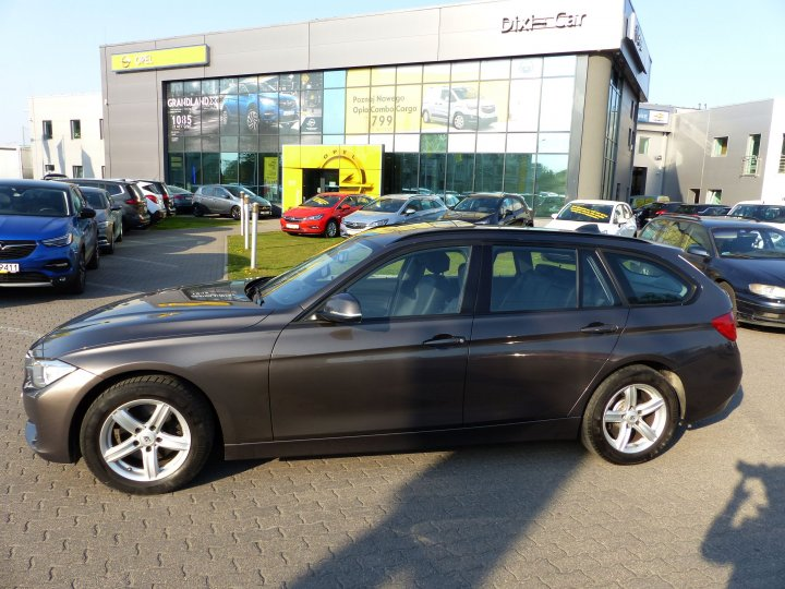 BMW 320d 185 kM Xenon  Navi Skóry Head-up Panorama Dach