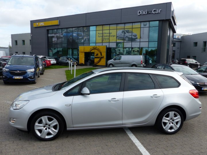 Opel Astra IV Sports Tourer, 1,4 Turbo 140KM