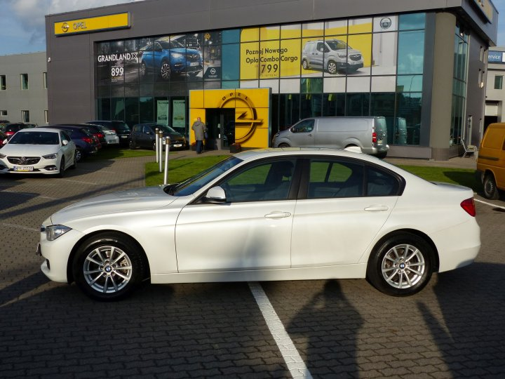 BMW 318D SEDAN AUTOMAT SALON VAT 23