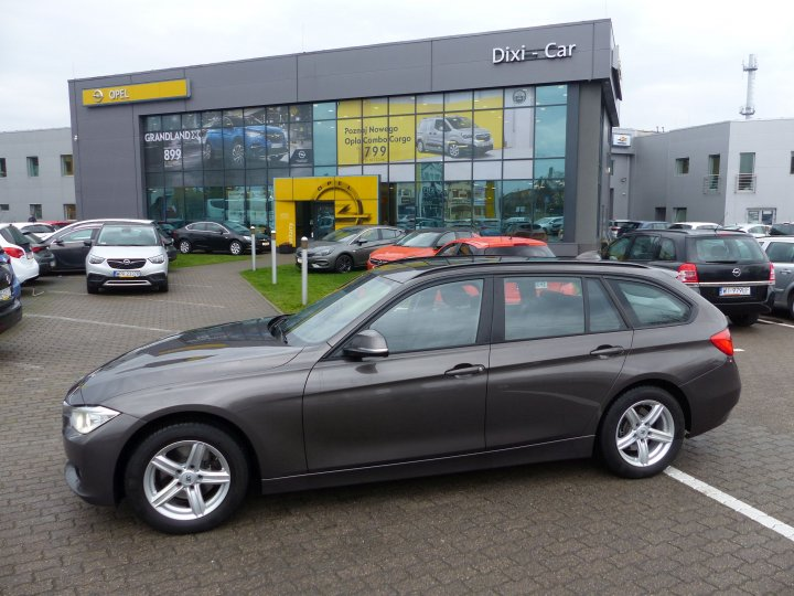 BMW 320d 185 kM Xenon  Navi Skóry Head-up Panorama Dach