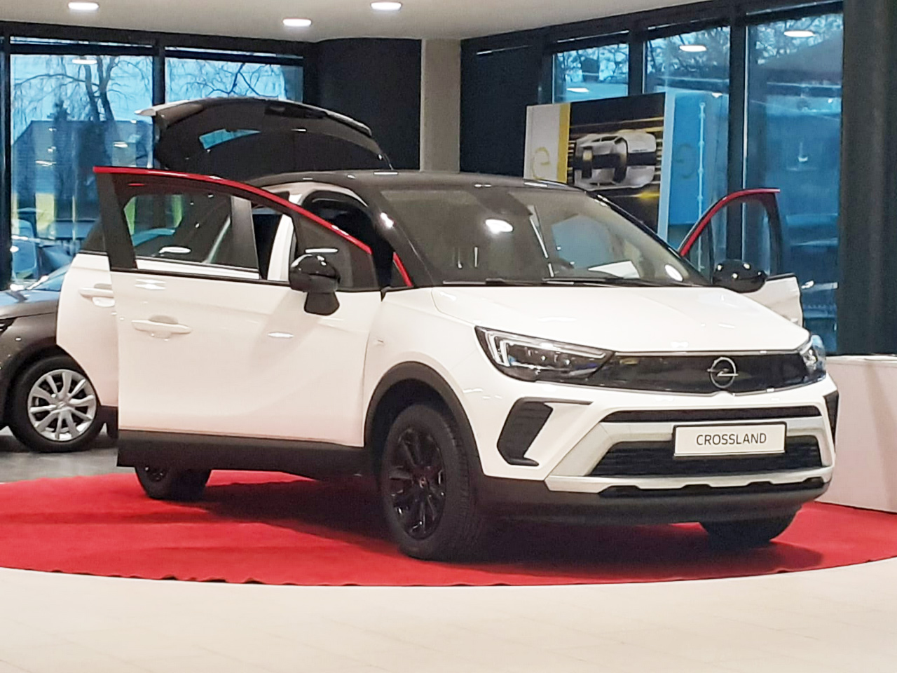 Nowy Crossland po liftingu salon Opel